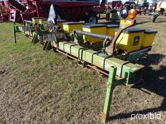 John Deere 7300 Planters, s/n H07300A665626 w/ Monitor
