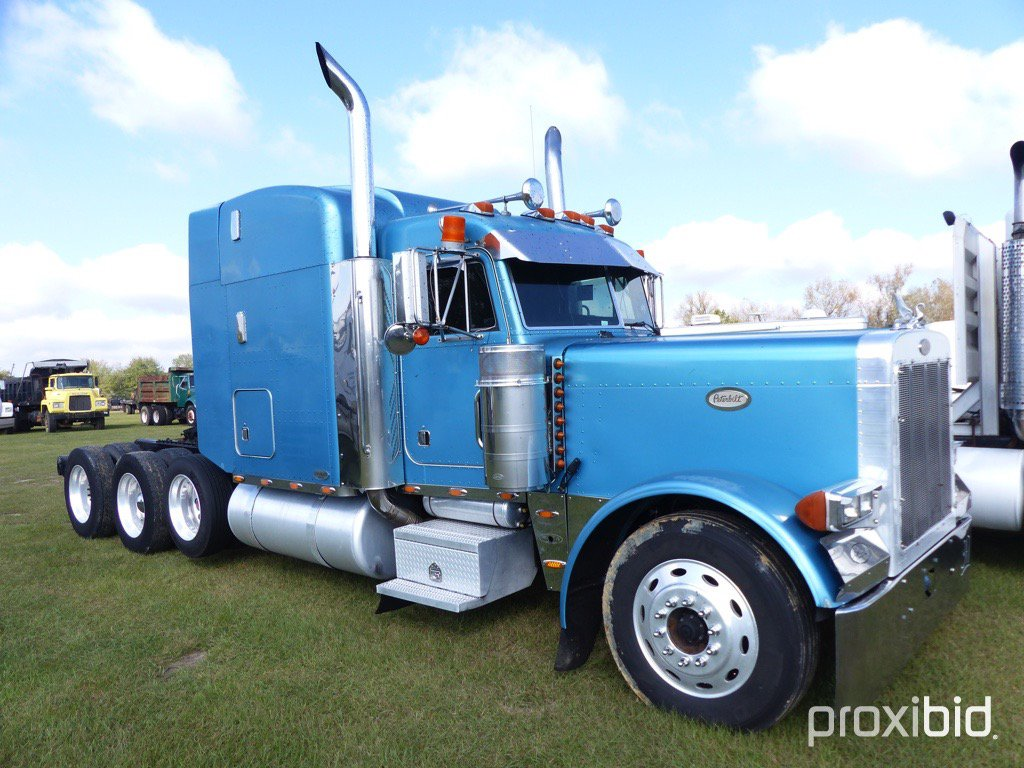 1998 Peterbilt 379 Tri-axle Truck Tractor, s/n 1XP5D69X9WN474259: Ext. Hood
