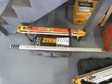 Dewalt DW071 Laser Level w/ Grade Rod and Tripod