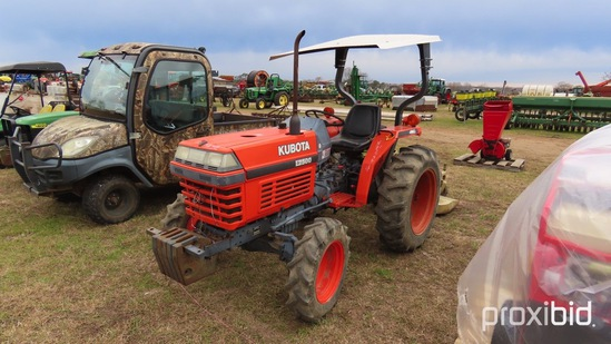 Kubota L2500 Tractor s/n 52023: Showing 823 hrs