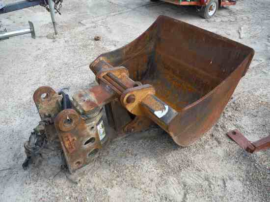 "Hydraulic Swivel w/ 36"" Backhoe Bucket for Case: (Located in Philadelphia,"