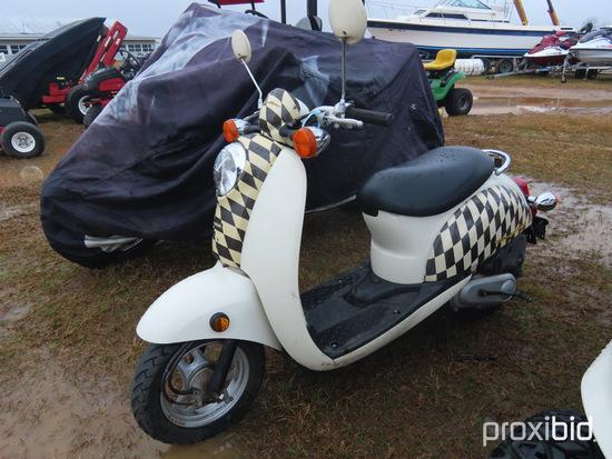 2005 Honda Metropolitan Scooter, s/n JH2AF60685K100098: 709 mi., ID 43314
