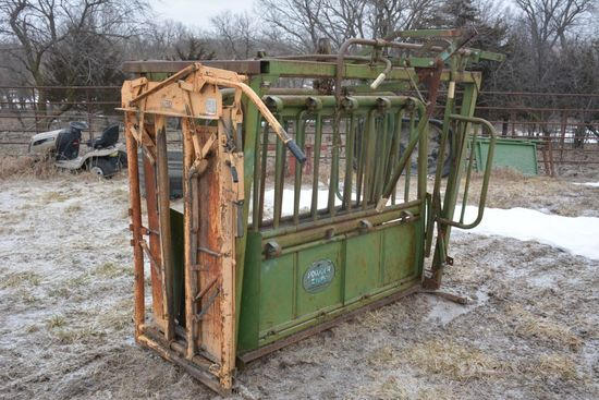 Powder River Squeeze Chute with Formost Head Gate