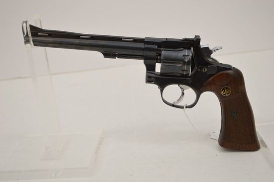 LLAMA 22 LR Double Action Walnut Grips, Target Sights 6 in. Barrel Vented S