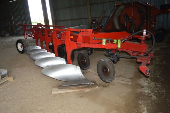 International Harvester 720 Plow, 5x18 Bottoms, Restored with New Paint and