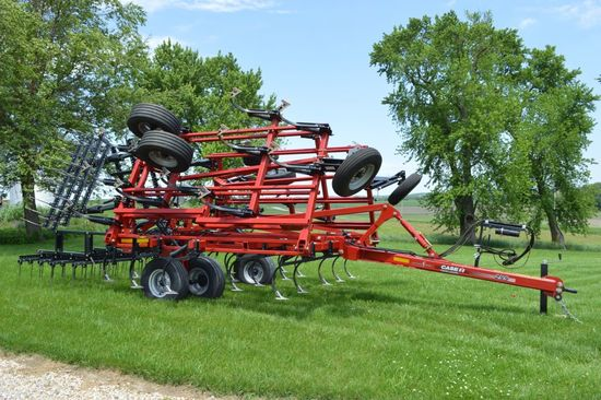 2018 Case IH Tiger-mate 255 Field Cultivator, 25.5', 7.3 Maxxi-Point Plus K