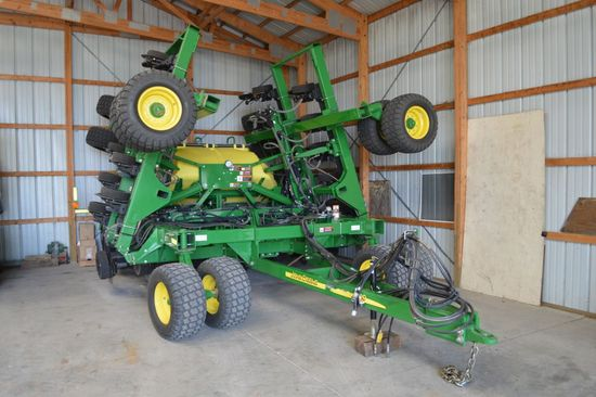 "2014 John Deere 1990CCS Air Drill, 30' 10"" Spacing, Dual Rank, Approximate"