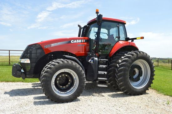2012 Case IH 235 Magnum, MFWD, 1621 Hours, 19 Speed Power Shift Economy Tra