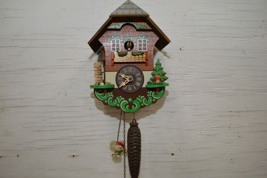 Chalet Style Cuckoo Clock w/ Christmas Pendulum, Single Weight, Tree Decora