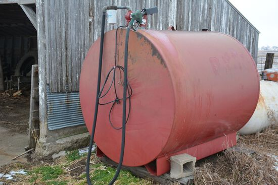 1000 Gallon Fuel Tank, One Year Old Fil-Rite 20GPM 12 Volt Pump, Automatic
