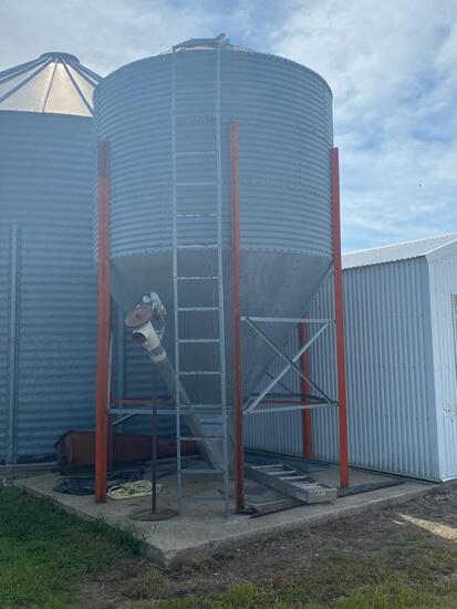 """1 - 16 ton Bulk Bin with 6"""" Auger, electric motor, to be removed, easy acce"""