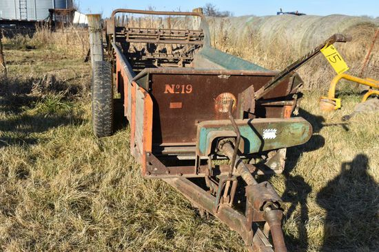 New Idea #19 Manure Spreader, 540PTO, Good Wood Floor, Like New