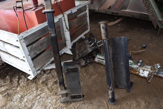 Brackets for Westendorf WL 42 Loader, Off 86 Series IH Tractors
