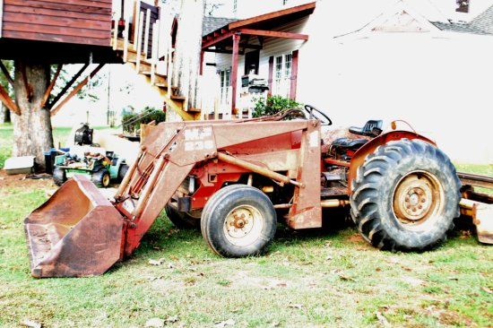 MASSEY FERGUSON MODEL 360 TRACTOR W/ MODEL 236 FRONT END LOADER