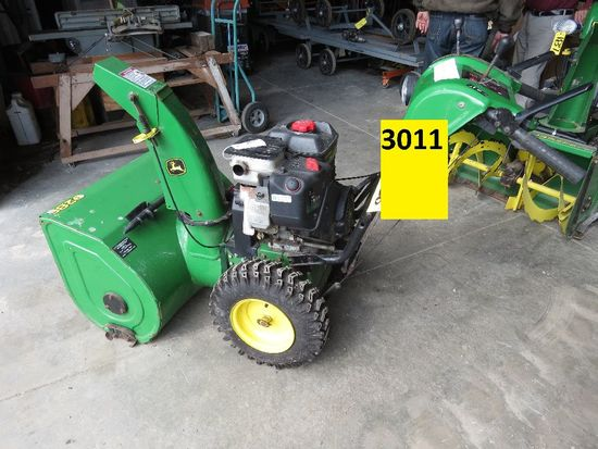 John Deere 928E snowblower, sn LM0928E012592, Briggs 1350 gas power, electr