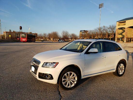 2013 Audi Q5 2.0T Premium Quattro SUV, white, miles on odo 191K, Auto, 8-Sp