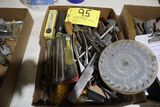 Assorted lot: tools, saw blades.
