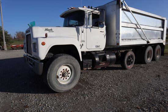 Mack R688ST dump truck, vin ZMZN188Y3FC01899, miles on odo 793,165, hrs. on