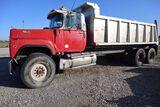 1989 Mack RD600 dump truck, vin 1M2P198C1KW005024, miles on odo 552,834, hr