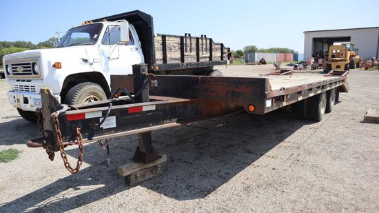 1997 Tow Master T-40 flatbed utility trailer, 22ft wooden deck, folding ram
