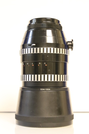 Zeiss Lens with Lens Cover and Leather Carrier