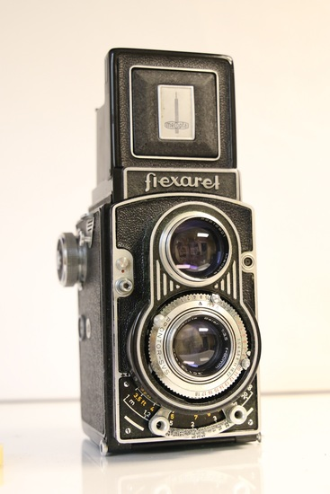 Meopata Flexaret TLR Camera with Leathter Case and Plastic Lens Cover