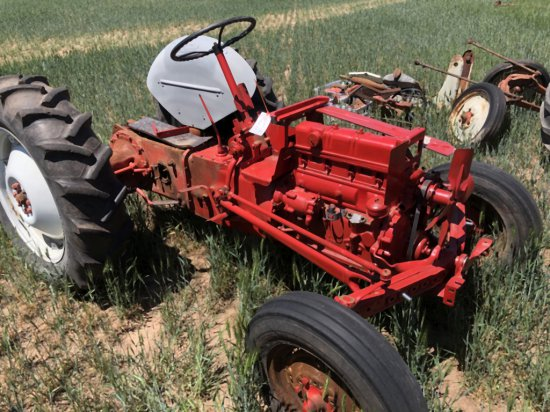 FORD 9N TRACTOR (REBUILDER PROJECT)