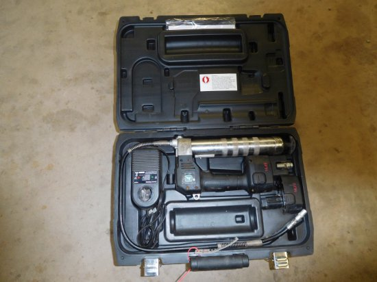 LINCOLN GREASE GUN, BATTERIES & CASE