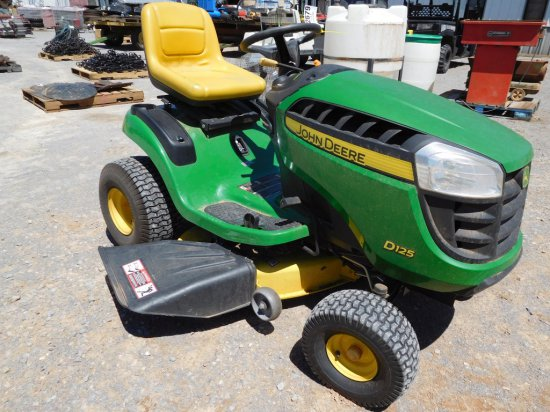 """JD D125 RIDING LAWN TRACTOR, 42"""" DECK"""