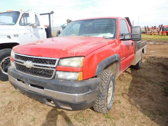 2006 Chevy C2500 Pickup, Gas, 4 x 4, Auto, Flatbed w/Hyd. Bale Spike (TITLE
