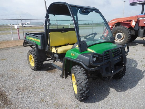 """""""2013 JD 825I GATOR, 4X4, FRONT & REAR GLASS, DELUXE CAB W/O DOORS, SHOWS 9"""