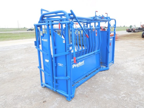 PRIEFERT MANUAL CATTLE CHUTE, LEFT HAND, W/PALPATION CAGE