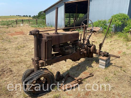JD MODEL B TRACTOR SN 27385, PARTS - IN PIECES
