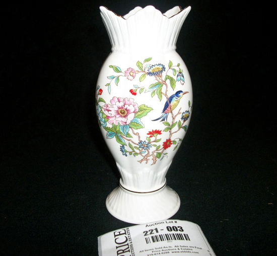 """Lot 3: Aynsely Pembroke Windsor Vase 8"""" In Box"""
