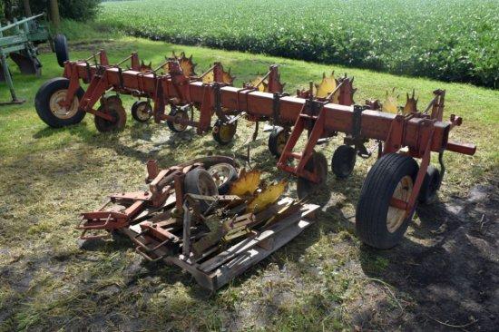 International Cultivator, 6 Row 30 Inch, 3 pt, Rolling Shields
