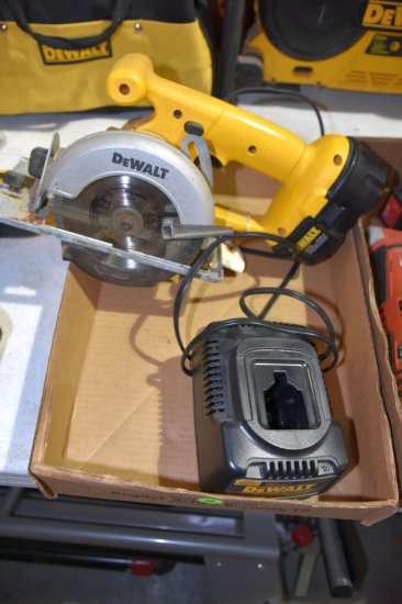 Dewalt 5 3/8'' Trim Saw, 18 Volt With Battery And Charger