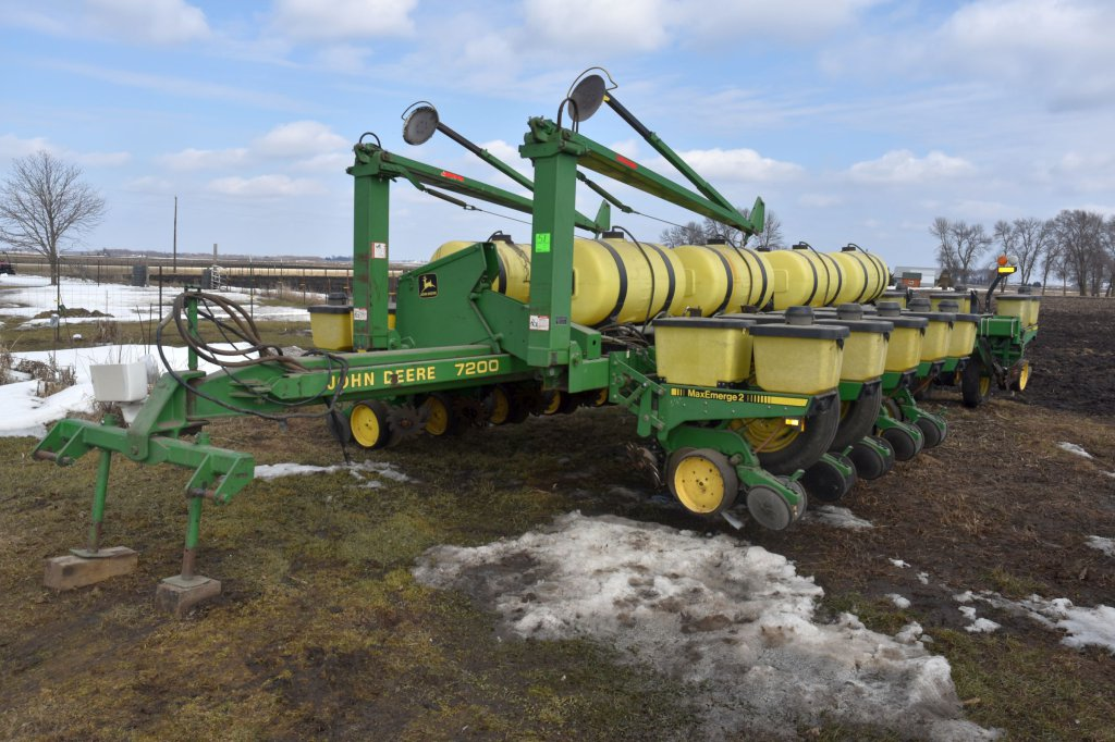 John Deere 7200 Planter 16 Ro Auctions Online Proxibid
