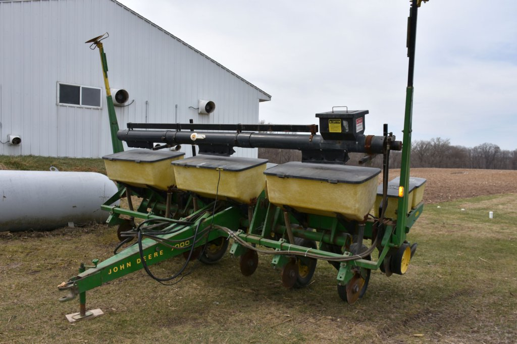 "John Deere 7000 Planter, 6 Row 30"", Dry Fertilizer, Cross Auger, Monitor, Very Clean, Excellent Cond"