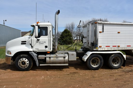 2003 Mack CX613 Vision Day Cab Semi With 29,500 One Owner Miles, Wet Kit, Mack AC-460 Engine 460HP,
