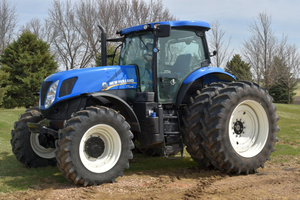 2015 New Holland T7.230 MFWD, 399 Hours, 480/80R42 Duals, Left Hand Reverse, 540/1000 PTO, 3 Point,