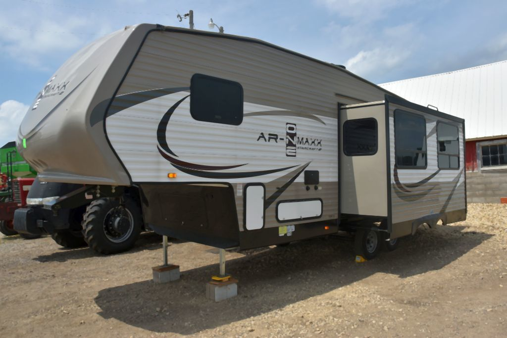 2017 Starcraft 28' 5th Wheel Travel Trailer/Camper 1 Slide Out, Loaded With Options, Looks Like New