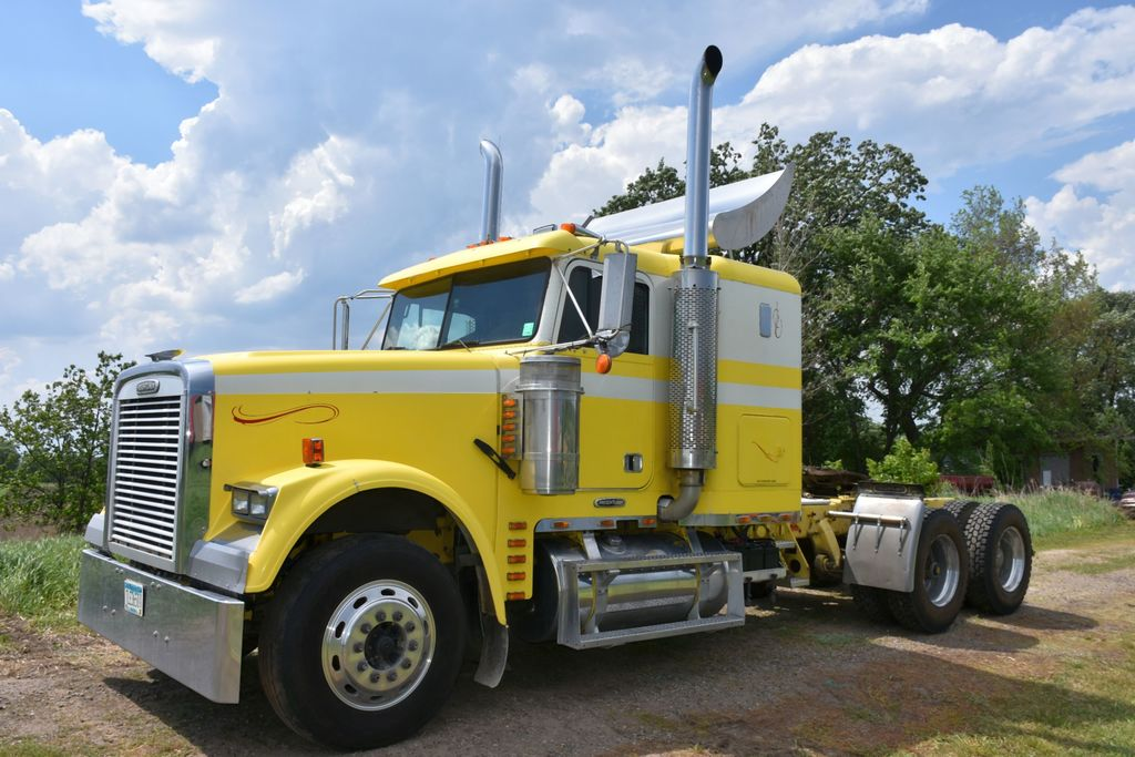 1999 Freightliner FLD120 Semi Tractor, Big Cat Diesel, 10 Speed, Jake Brake, All New Tires, Air Ride