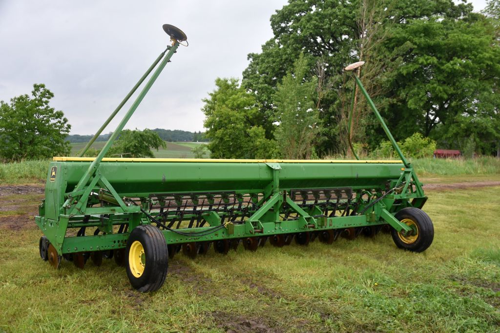 "John Deere 520 Drill, 20' 3 Pt., 10"" Spacings, Hydraulic Markers, Press Wheels, SN: 000926"