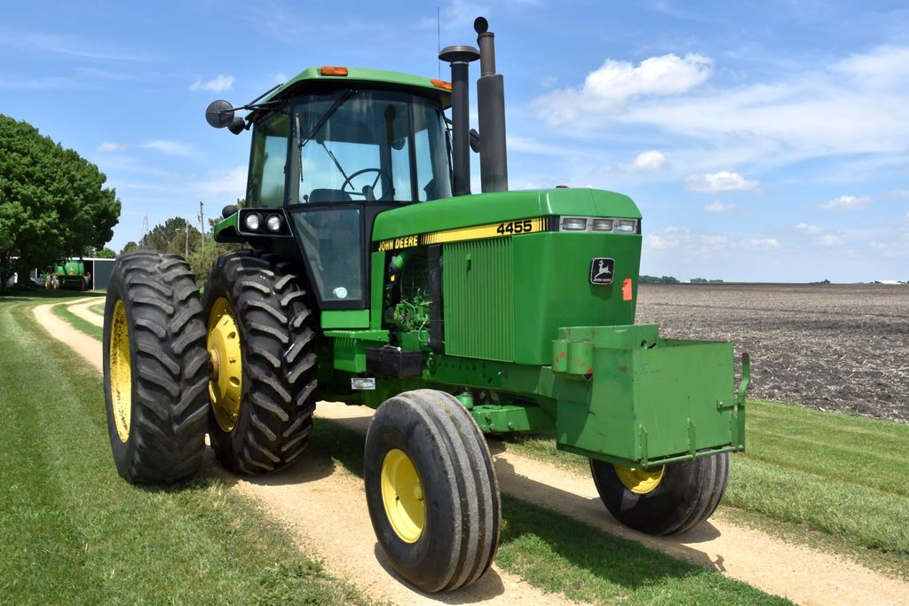 1989 John Deere 4455 2WD, 5761 Hours, 18.4 X 38 Axle Duals 85%, 3 Hydraulics, Power Beyond, Quad Ran