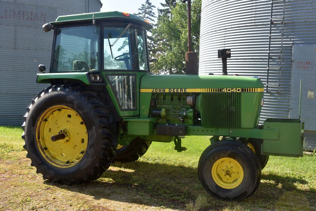 John Deere 4040 2WD, 4671 Hours, 18.4 X 38, 3pt., Quick Hitch, 2 Hydraulics, 540/1000 PTO, 8 Speed P