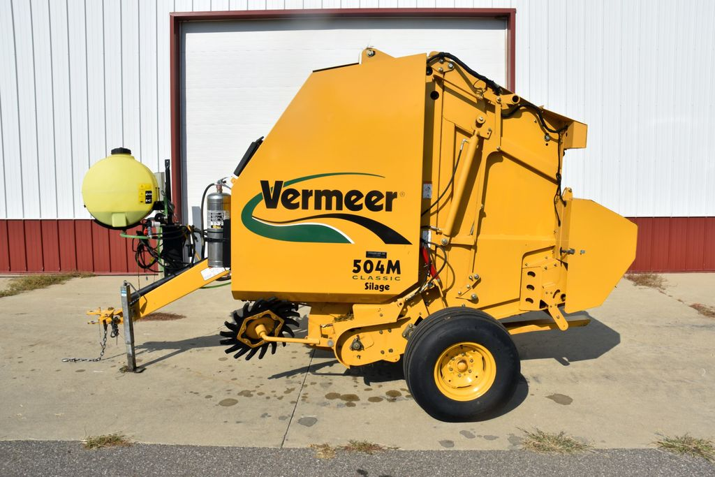 Lot: 2008 Vermeer 504M Classic Silage Round Baler Net Wrap