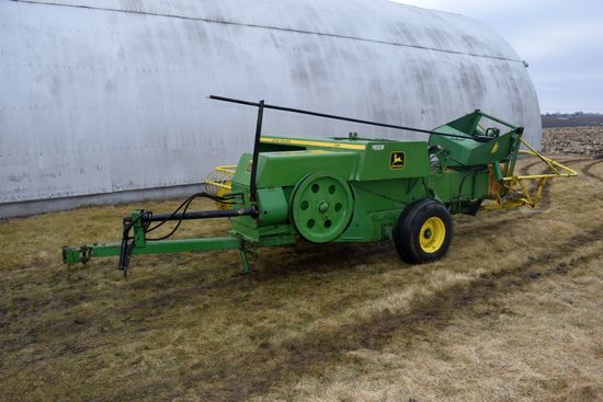 John Deere 336 Small Square Baler With Kicker