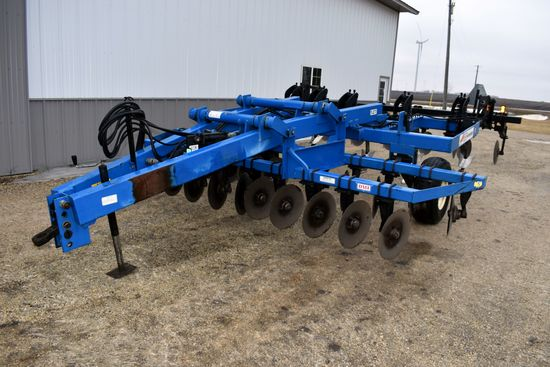 DMI 527 Ripper, 5 Shank, Double Disc Front, Rear Hydraulic Levelers, 12.5x15 Single Tires, Very Clea