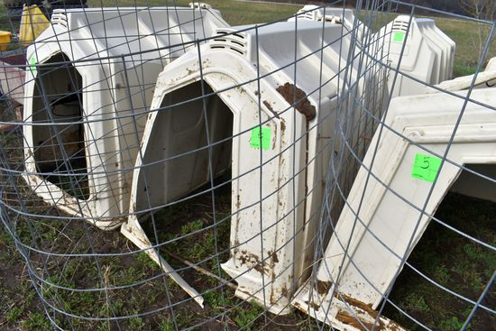 Calf-Tel Calf Hutch With Back Bedding Door, With Wire, Broken Plastic