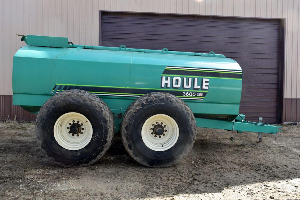 Houle Model EL-84-3000, 3,600 Gallon Manure Tank, 23.1x26 Diamond Tread Tires, Tandem Axle